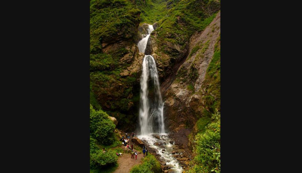 Matucana. Ubicada en Huarochirí, a pocas horas de Lima, encuentras esta ciudad donde puedes hacer trekking, ciclismo de montaña entre otros deportes de aventura.  Puedes visitar la Catarata de Antankallo, la cual es un destino turístico muy visitado.
