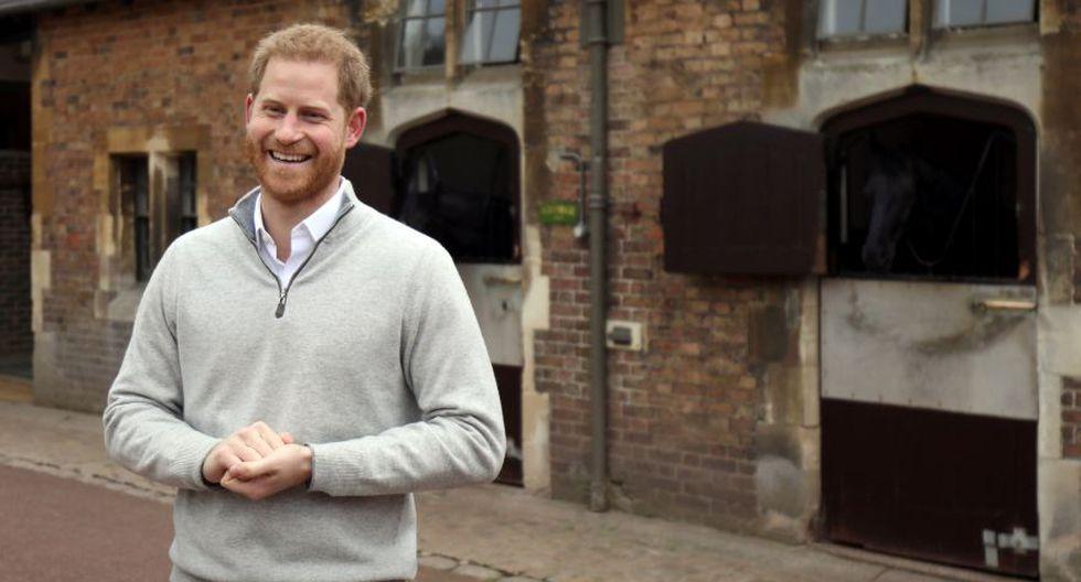 El príncipe Harry, duque de Sussex, habla con los miembros de los medios de comunicación en el Castillo de Windsor el 6 de mayo de 2019, luego del anuncio de que su esposa, Meghan, duquesa de Sussex, ha dado a luz a un hijo. (Foto: AFP).