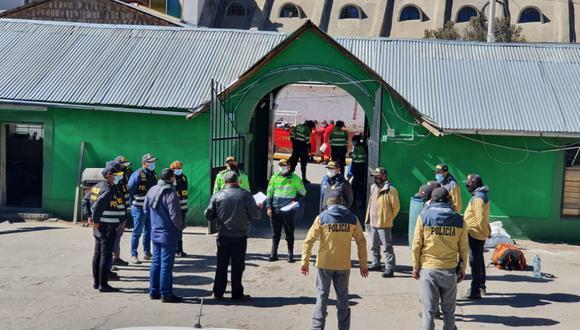 Agentes de la Unidad de Alta Montaña de Arequipa llegaron para la labora de búsqueda y rescate de la montañista Gisselle Field, quien cayó a un abismo de 100 metros en un nevado en Puno. (Foto:GEC)