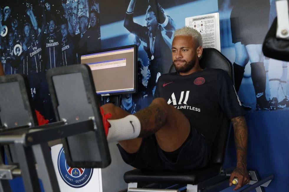 Neymar trabajó este lunes en el gimnasio del PSG.