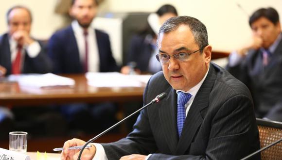Carlos Oliva, ministro de Economía, en la Comisión de Presupuesto del Congreso.
