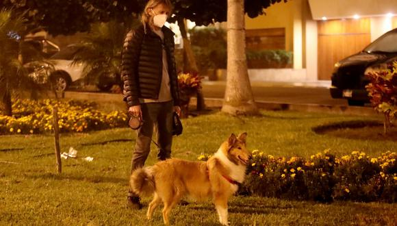 Ricardo Gareca se acompaña de su mascota, Almendra, en estos días de aislamiento social. (Foto: Archivo Ricardo Gareca)