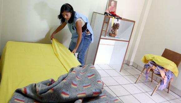 Los empleadores no podrán obligar a los trabajadores del hogar a usar uniformes, mandiles, delantales o cualquier otra vestimenta o distintivo identificatorio en espacios o establecimientos públicos. (Foto: Difusión)