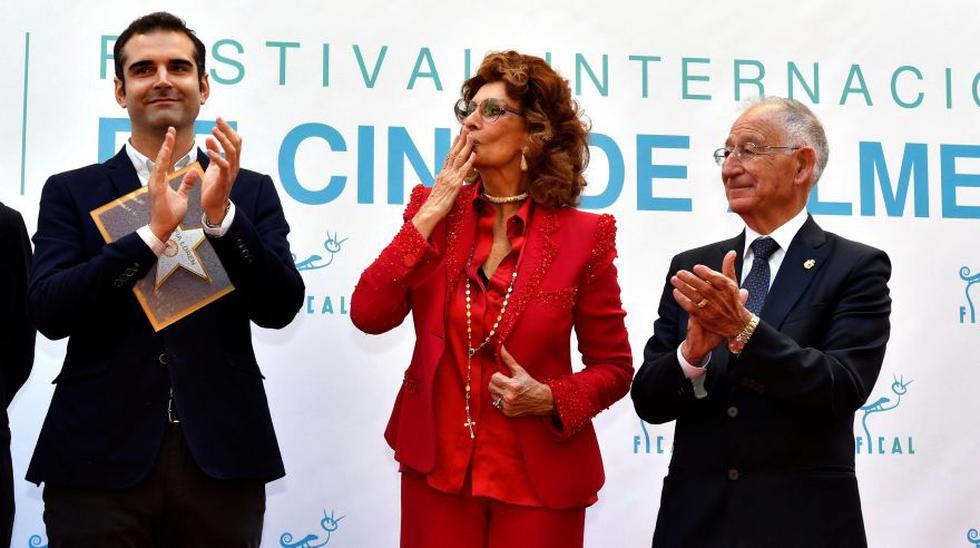 """Sophia Loren recibió numerosas muestras de admiración, entre ellas las del alcalde de la ciudad, Ramón Fernández-Pacheco, quien la definió como una """"actriz símbolo del glamur, la elegancia y el talento"""". (Foto: Agencia)"""