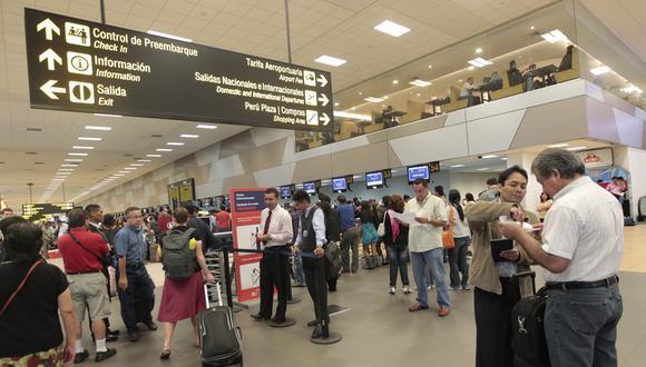 El aeropuerto en la actualidad opera con más de 22 millones de pasajeros por año, el doble de su capacidad. (Foto: Richard Hirano/El Comercio)