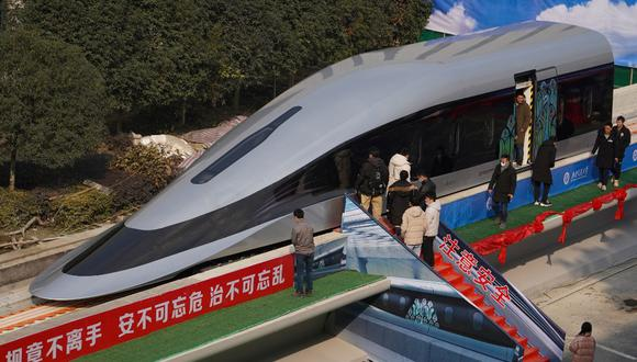 Una vista del prototipo de tren maglev equipado con la nueva tecnología de levitación en Chengdu, Sichuan. (Foto: AFP)