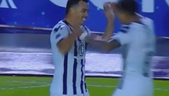 El atacante chileno Esteban Paredes aprovechó un pase filtrado de 'El Mago' Valdivia para poner el ventaja a Colo Colo en Quito. (Foto: captura de video)