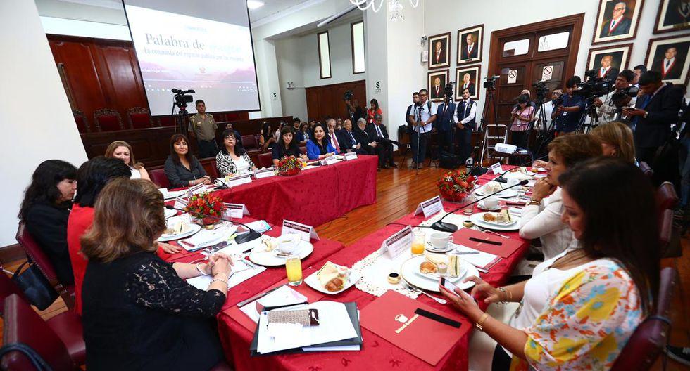 Las participantes durante la rueda de testimonios. (Foto: Hugo Curotto/GEC)