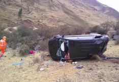 Dos personas mueren tras despiste y caída de vehículo a un abismo en Pasco