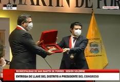 Manuel Merino es condecorado por alcalde de SMP y ceremonia es transmitida por canal de TV del Congreso