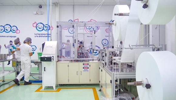 Softys ha instalado una línea de producción de mascarillas en sus instalaciones de Santa Anita. La nueva línea produce 80 mascarillas por minuto.