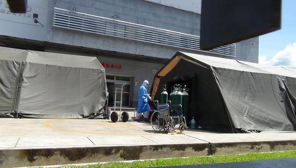 En el Hospital II  de Tarapoto se instalaron carpas para 12 pacientes COVID-19 que vienen recibiendo atención médica. (Foto: Hugo Anteparra)