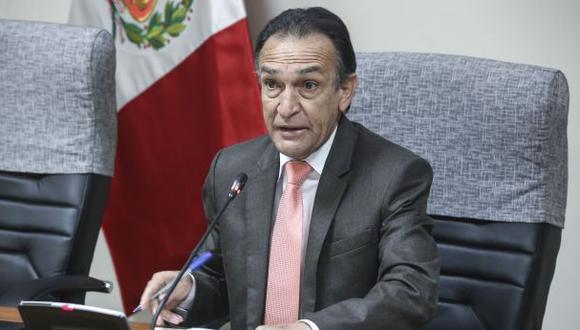 Para Héctor Becerril (Fuerza Popular), la salida de David Tuesta del MEF no ayuda a la credibilidad de las políticas económicas del Gobierno del presidente Martín Vizcarra. (Foto: Congreso)