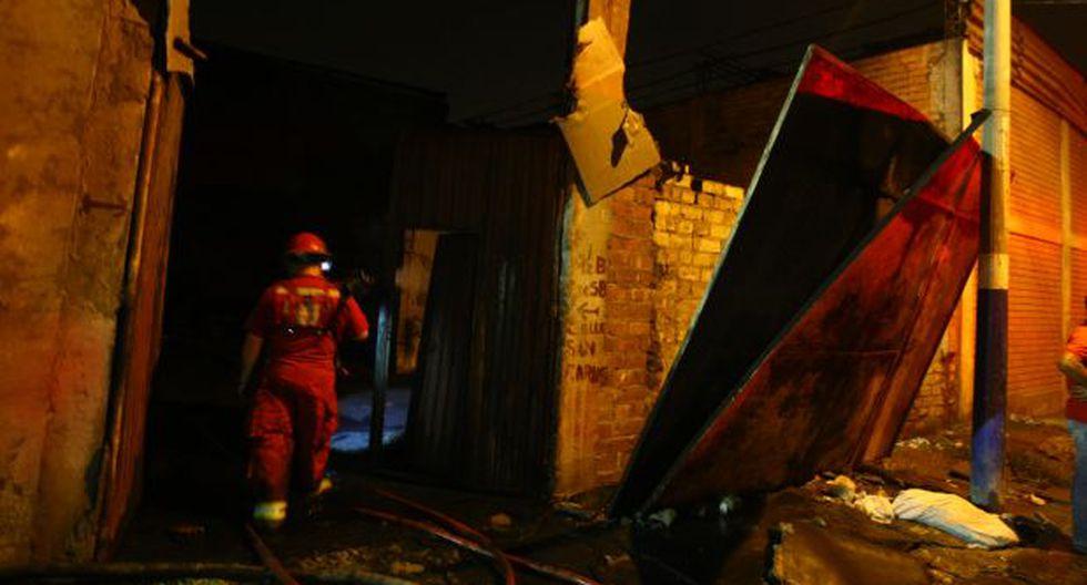 Un incendio consumió una fábrica de telas en San Luis
