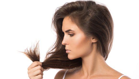 La falta de hidratación y el exceso de calor son dos factores que actúan como agresores del cabello. Descubre las soluciones a las puntas abiertas. (Foto: Shutterstock)