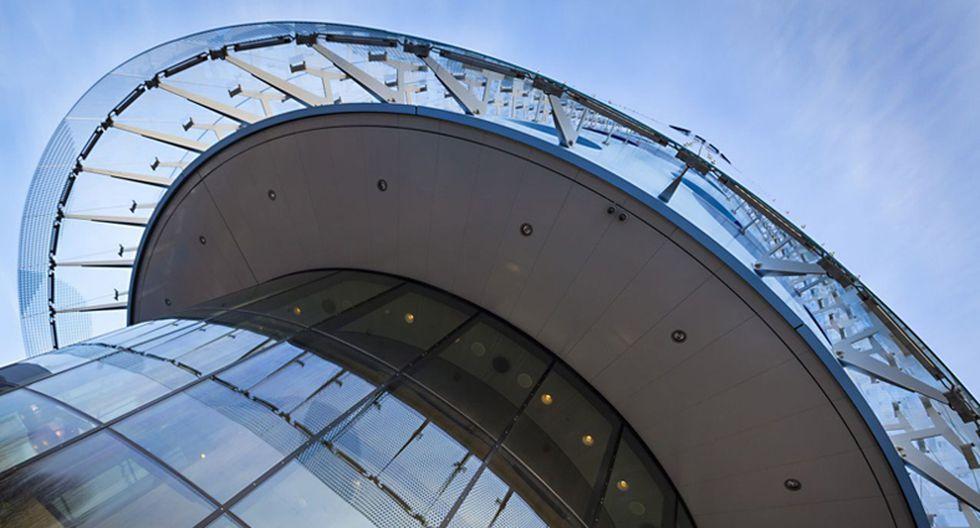 El hotel fue concebido como un cilindro de 24 metros de diámetro. El objetivo era crear una estructura omnidireccional, con una fachada expresiva y un tamaño compacto.