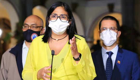 La vicepresidenta de Venezuela, Delcy Rodríguez, hablando durante un mensaje televisado, en el Palacio Presidencial de Miraflores en Caracas. (Foto: JHONN ZERPA / Presidencia venezolana / AFP).