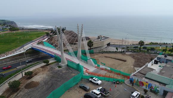 En esta foto aérea tomada ayer se aprecia que en el lado de Miraflores (izq.) hay obras de empalme entre el malecón y el puente. Esto no ha ocurrido en el lado de San Isidro. (Foto: Rudy Jordán)