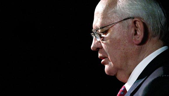 """El Premio Nobel de la Paz y ex presidente soviético, Mijaíll Gorbachov, pronuncia un discurso durante el evento """"Palabras para Venezuela"""" el 10 de mayo de 2004 en Caracas. (Foto de JUAN BARRETO / AFP)."""