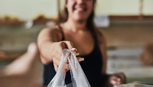 Las bolsas plásticas tardan cientos de años en descomponerse, según estimaciones. Su creador jamás pensó que la gente las botaría luego de usarlas una vez. (Foto: Getty)