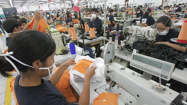 Carlos Posada, exviceministro de Comercio Exterior, indicó que la capacidad productiva peruana es bastante más baja frente a otros competidores. (Foto: Archivo El Comercio)