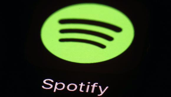 Alrededor de 14% de los suscriptores de Spotify ahora están escuchando podcasts en la plataforma. (Foto: AP)