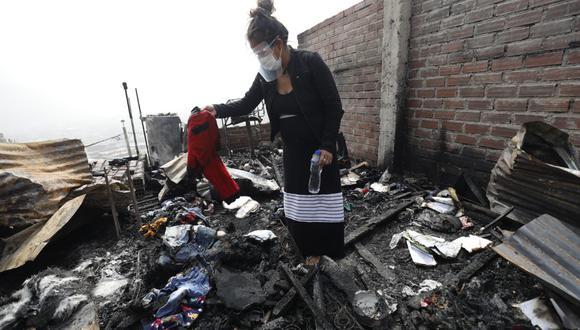 Isabel Chávez perdió todas sus pertenencias luego de que el padre de sus hijos incendiara su casa en San Juan de Lurigancho. (Foto: Diana Marcelo)