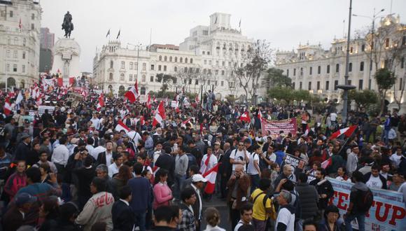 La movilización coincide con el debate y la votación que hará el Congreso de la República sobre el pedido de vacancia para el mandatario Pedro Pablo Kuczynski.
