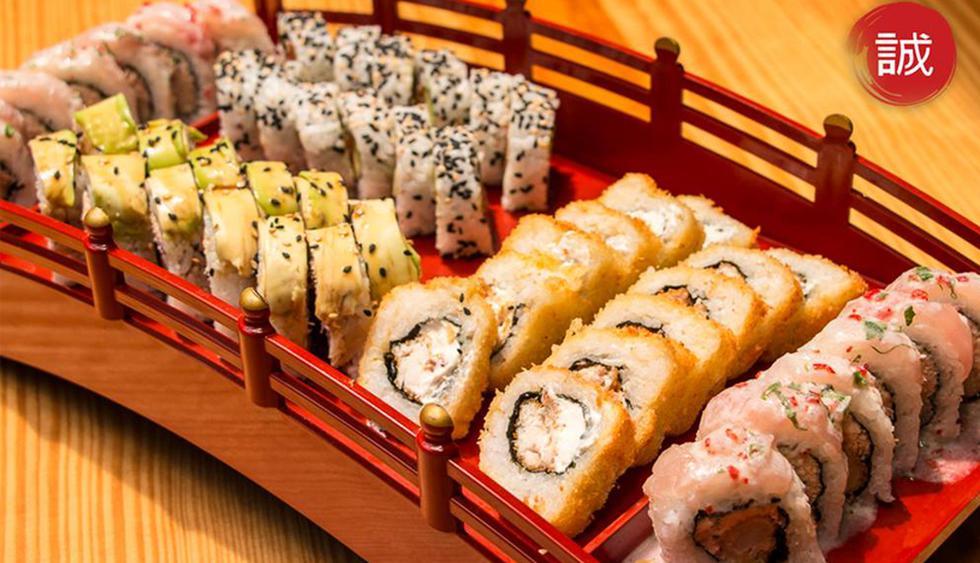 Makoto. Este restaurante ofrece platillos netamente japoneses, así como otros que funcionan la tradición oriental con el sabor peruano. Puedes pedir tablas de sushi y makis individuales o barcos donde se combinan ambas especialidades y sabores. Visítalos en Calle 2 de Mayo 413 (Miraflores), Avenida 2 de Mayo 585 (San Isidro) y en el Jockey Plaza. (Foto: Makoto Sushi Bar & Restaurante)