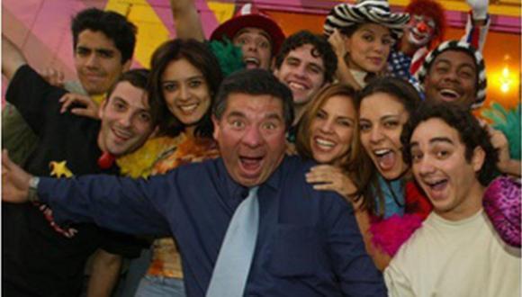 Mil Oficios es una teleserie peruana que fue producida y dirigida por Efraín Aguilar para Panamericana Televisión, la cual fue emitida entre 2001 y 2004. (Foto: Panamericana TV / Panini)