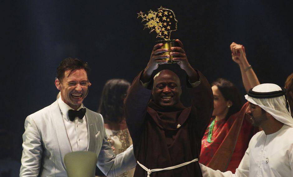 """El Mejor Maestro del Mundo: Peter Tabichi, el profesor que dona la mayor parte del salario a sus alumnos más pobres y que recibió el """"Nobel de Educación"""". (AFP)."""