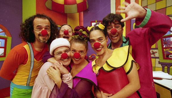 """El elenco original de """"Pataclaun"""" en la grabación del último episodio de la serie (1999). Foto: El Comercio."""