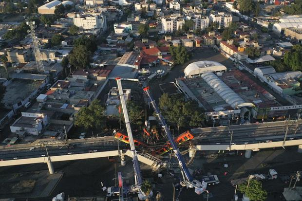 Una vista aérea muestra el sitio del accidente en Ciudad de México. (Foto de PEDRO PARDO / AFP).