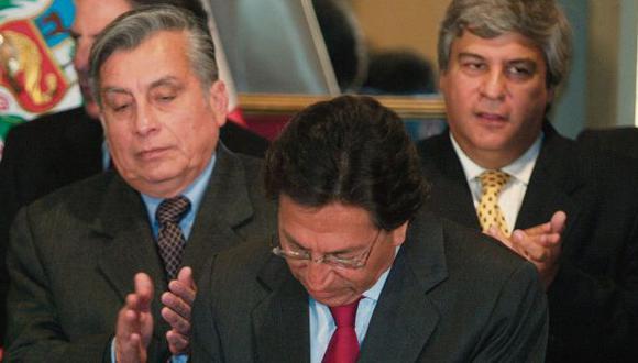 En agosto del 2005, Toledo firmó el contrato por la concesión del tramo IV de la Interoceánica. (Foto: Ernesto Arias/Archivo El Comercio)
