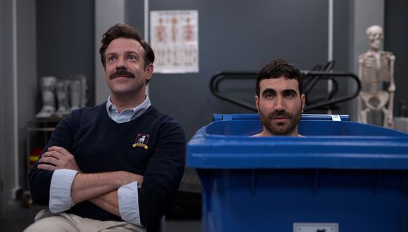 De izquierda a derecha, Ted Lasso (Jason Sudeikis) y Roy Kent (Brett Goldstein); en una de las escenas de la primera temporada. Foto: Apple TV+.