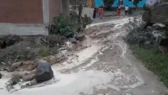 Deslizamientos de lodo y agua ocurren por activación de quebradas en Chosica y Chaclacayo. Se teme caída de huaicos en las próximas horas. (Twitter: Juan Bazo @francho3)