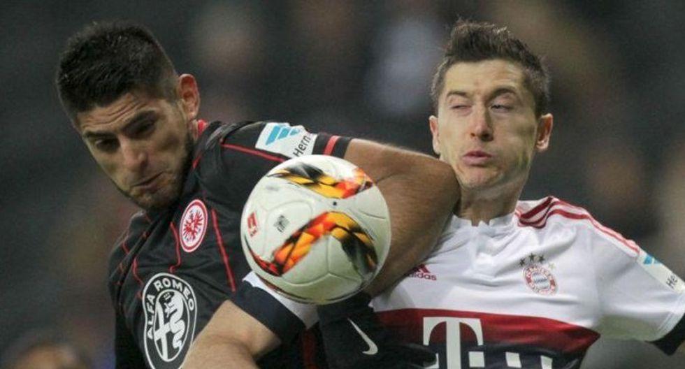 Lewandowski y Zambrano en un partido por la Bundesliga en 2018. (Foto: Reuters)
