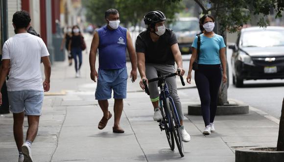 El reglamento de la Ley 30936 señala que solo se puede manejar por la vereda en casos excepcionales, como por ejemplo cuando no hay ciclovía y está prohibido el uso de bicicletas en la pista. (Fernando Sangama / @photo.gec)