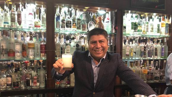 Este año Roberto Meléndez cumple 32 años en el mundo de la coctelería. (Foto: Vamos/ El Comercio)