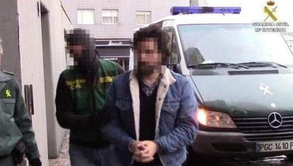 Uno de los detenidos durante la operación. (Foto: Guardia Civil española)