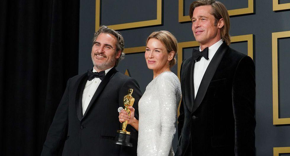 Joaquin Phoenix,, Renée Zellweger y Brad Pitt, los ganadores a Mejor actor principal, Mejor actriz principal y Mejor actor secundario, respectivamente posando con su Oscar.
