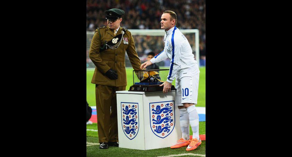 Inglaterra vs. Eslovenia: Rooney y el homenaje por partido 100 - 12