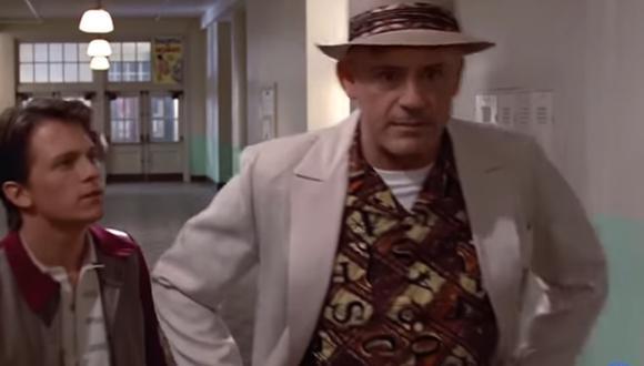 """Tom Holland y Robert Downey Jr. protagonizan escena de """"Volver al Futuro"""". (Foto: Captura YouTube)"""