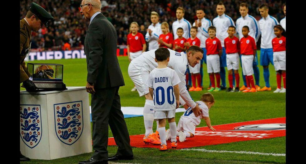 Inglaterra vs. Eslovenia: Rooney y el homenaje por partido 100 - 21