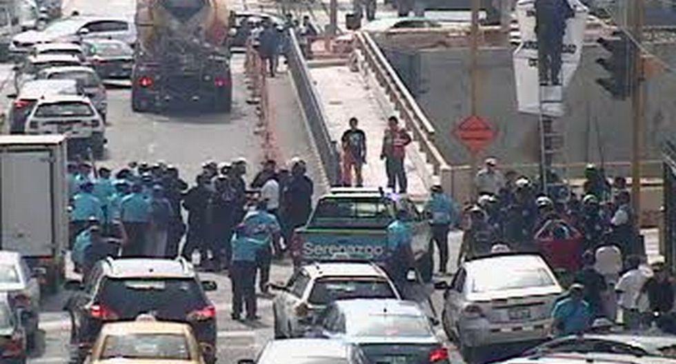 Serenos de Lima y Miraflores se pelearon por retiro de carteles