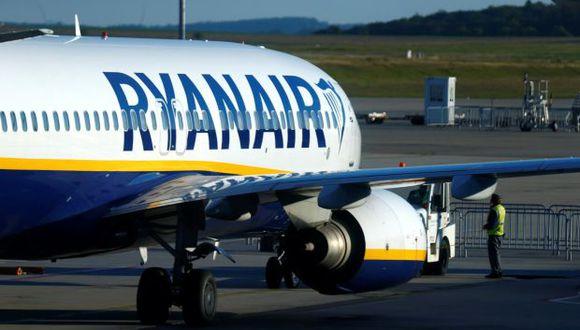 Un avión de Ryanair se estaciona en la pista del aeropuerto de Frankfurt-Hahn durante una huelga de pilotos de Ryanair y de la tripulación de cabina en Hahn, cerca de Frankfurt. (Foto: Reuters)