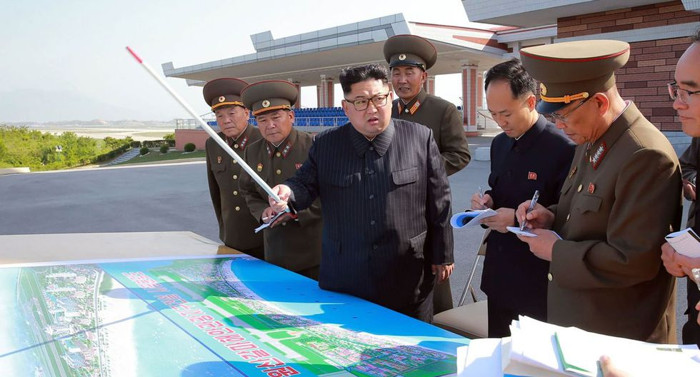 Esta imagen sin fecha publicada por la Agencia de Noticias Central Coreana (KCNA) de Corea del Norte el 26 de mayo de 2018 muestra al líder norcoreano Kim Jong-Un. (AFP/KCNA VIA KNS).