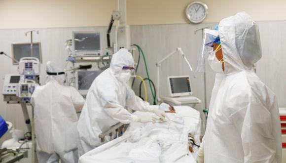 Valverde explicó que los centros de salud deben contar con sistemas de alto flujo de oxígeno que permita evitar que más pacientes lleguen a las unidades de cuidados intensivos. Foto: Andina