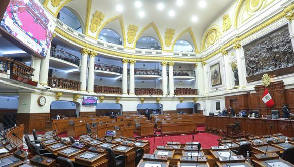 Por 99 votos a favor, 0 en contra y 6 abstenciones, el pleno aprobó el régimen de residencia temporal para los exmandatarios. (Foto: Congreso)