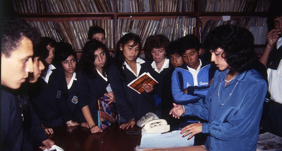LIMA, DÉCADA DE LOS NOVENTA  CORRESPONSALES ESCOLARES DEL DIARIO EL COMERCIO.  FOTO: GEC ARCHIVO HISTÓRICO
